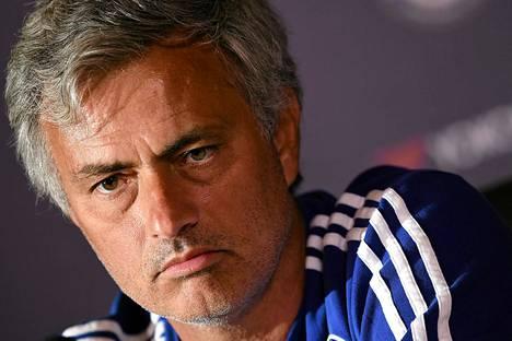Jose Mourinho teki elokuussa Chelsean kanssa neljän vuoden jatkosopimuksen.