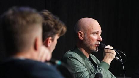 Tuntematon sotilas -elokuvan ohjannut Aku Louhimies sanoi kirjamessuilla, ettei kaikkien tarvitse pitää elokuvasta.