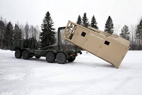 Patrian konttiin rakennettua kranaatinheitinyksikköä lähdettiin joulukuussa 2016 kuljettamaan asemessuille Arabiemiraatteihin.