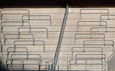 Myös Saksassa on jo päädytty pelaamaan Bundesliga-otteluja ilman yleisöä. Kuva Borussia Mönchengladbachin stadionilta keskiviikkona.