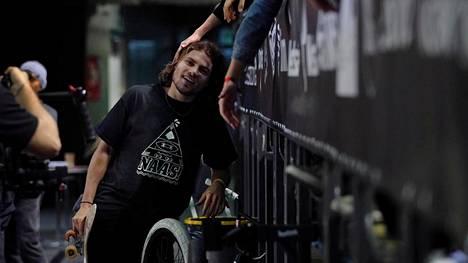 Ammattilaisskeittaaja Jaakko Ojanen ottaa fanien onnitteluita vastaan onnistuneen kisakierroksen jälkeen Simple Session -tapahtumassa Tallinnassa.