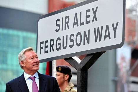 ManUn ex-valmentaja Sir Alex Ferguson sai nimikkokadun Manchesteriin.