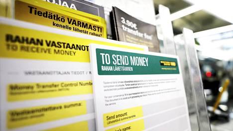 Matkahuollon yhteyspäällikkö Sari Welling sanoo, että Matkahuollon pisteistä lähetetään ahkerimmin rahaa Helsingistä, Vaasasta ja Lahdesta. Kuva Helsingin Kampista.