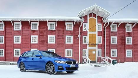 BMW kuvattiin Urjalassa, Nuutajärven lasikylässä.