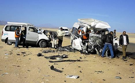 Hurghadan lomakohteen lähellä Egyptissä tapahtui kahden minibussin kolari.