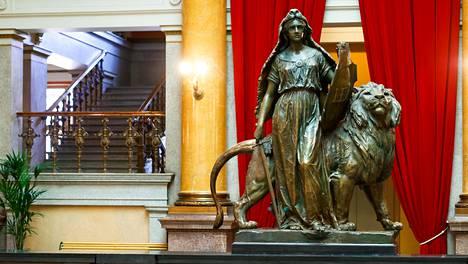 Myös monet verotuspäätökset ovat esillä Helsingin Säätytalon uumenissa käytävissä puoliväliriihineuvotteluissa.