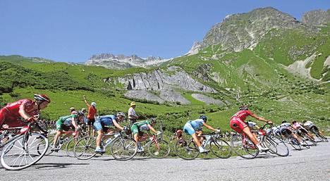 Tourin pääjoukko laskeutui Col de la Madeleine -solaan vuonna 2004.