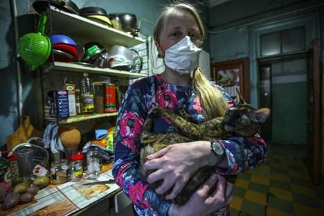 Jelena Kozlovan kommunalkassa on ryhdytty siivoamaan tavallista useammin koronan takia.