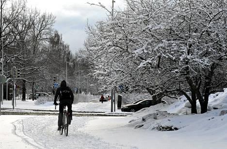 Talvi tuli takaisin Helsinkiin maanantaiaamuna.