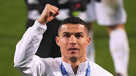 Cristiano Ronaldo juhli keskiviikkona Italian supercupin voittoa. Ottelussa syntyi myös uran 760. maali.