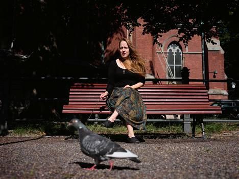 Petra Rautiaisen romaanissa valistuksen hyvää tarkoittava projekti on pulassa.