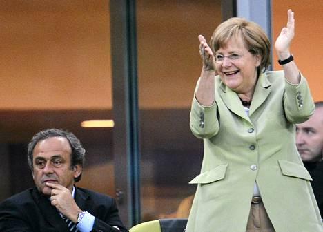 Michel Platini katsoi viime viikolla Saksan ja Kreikan välistä EM-ottelua yhdessä Angela Merkelin kanssa.