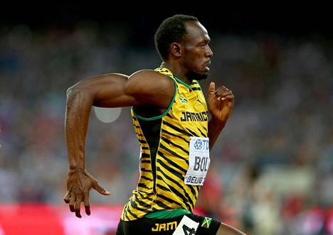 Kuinka monta askelta Usain Bolt ottaa 100 metrillä?