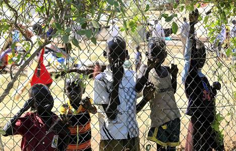 Etelä-Sudanin presidentti Salva Kiir ilmoitti hallitusten joukkojen ottaneen haltuunsa Jonglein alueen pääkaupungin Borin jonka entiselle varapresidentille Riek Macharille uskolliset kapinalliset valtasivat viime viikolla.lapset on siirretty turvaan tai