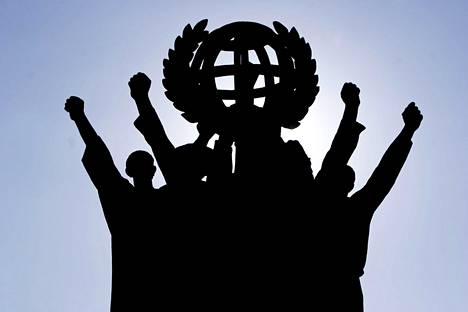 Maailman rauha -patsas sijaitsee Helsingin Hakaniemessä.