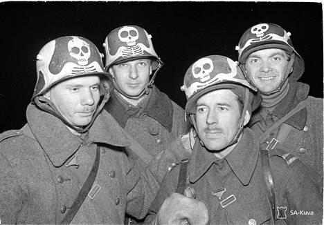 Niin kutsutun Kuoleman komppanian sotilaita talvisodan Summassa.