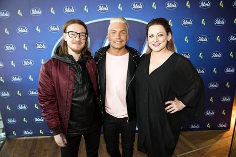 Idols-kisan juuri alkaneella kahdeksannella kaudella tuomareina toimivat tuottaja Jurek Reunamäki (vas.) sekä laulajat Antti Tuisku ja Erin.