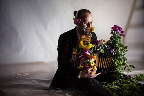 Antti Paalanen tarjoaa synkkyyttä, mutta mukana on aina myös ripaus kunnon humoristia.