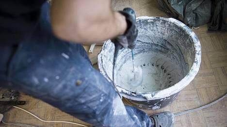 11 prosenttia yrittäjistä kokee hyötyneensä kotitalousvähennyksestä. Luonnolliset henkilöt voivat hakea kotitalousvähennystä esimerkiksi teettämistään kotitalous- ja kunnossapitotöistä.
