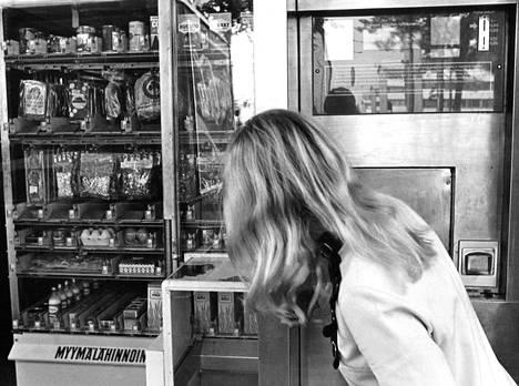 Valion Mäkelänkadun automaatti myy edelleen elintarvikkeita, eikä ole lannistunut jatkuvasta ilkivallasta ja murroista. Automaatti on murrettu heinäkuussa yhdeksän kertaa. Ilkivalta tekee automaatin toimintakelvottomaksi yleensä viikonloppuina, jotka muuten olisivat parasta kauppa-aikaa.