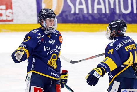 Slovakian MM-joukkueeseen valitut laitahyökkääjät Pavol Skalický (vas.) ja Kristián Pospíšil voittivat hiljattain Rauman Lukon paidassa Suomen mestaruuden.