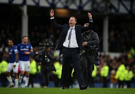 Pelivuosilta tuttu hikinauha koristi Duncan Fergusonin rannetta myös hänen voitokkaassa debyytissään Evertonin päävalmentajana.