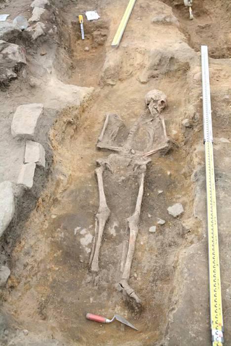 Kuvassa keskiaikainen hauta Hiitolan Kylälahden Kalmistomäeltä.