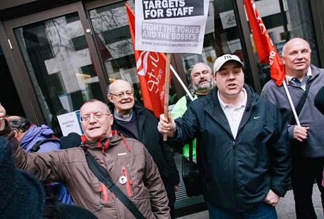 Unite-ammattiyhdistysliike vastusti torstaina Lontoossa lakia, jonka perusteella työttömiä työnhakijoita voidaan rankaista tukien menetyksellä.