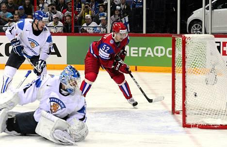 Sergei Shirokov pökkäsi Venäjän kuudennen maalin.