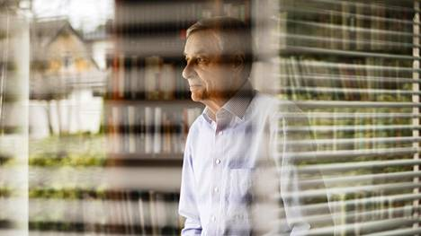 """""""Minusta Suomessa eläkejärjestelmän rakenne vaatii perinpohjaisen uudistuksen, jossa eläkesäästäjä voi halutessaan itse ottaa kantaa sijoituskohteen valintaan.""""Sijjoittaja Seppo Saario kotona Kauniaisessa."""