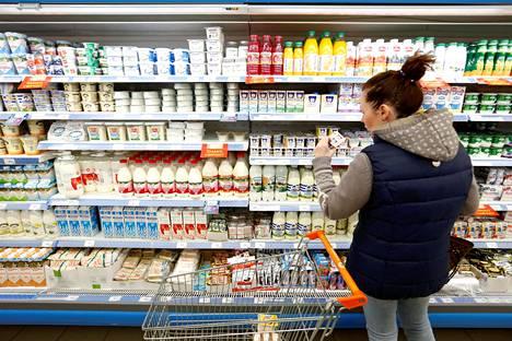 Asiakas moskovalaisessa ruokakaupassa lokakuussa 2016.