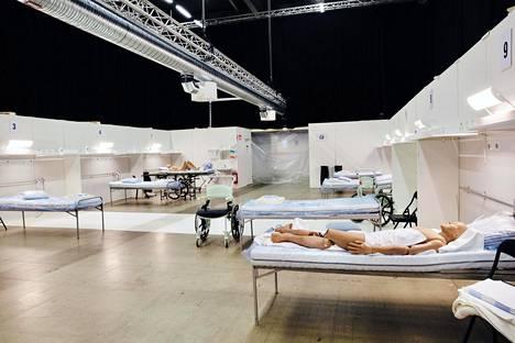 Tukholman messukeskukseen rakennetaan parhaillaan vähintään kuuttasataa potilaspaikkaa. Kuva on otettu torstai-iltana.