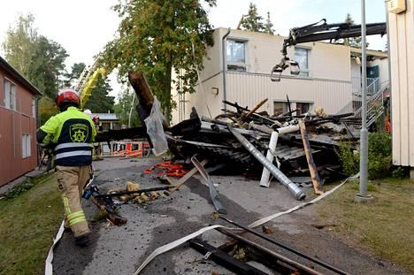 Espoon Kilossa paloi rivitalo, jonka kahdeksan asuntoa tuhoutui.