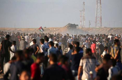 Tuhannet palestiinalaiset kerääntyivät Gazan ja Israelin rajalle osoittamaan mieltään.