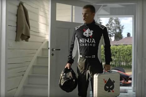 Ruutukaappaus Ninja Casino Suomen mainoksesta, jossa esiintyy Mika Salo.