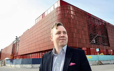 Itäkeskuksen uuden kauppakeskus Eastonin projektipäällikkö Mika Ohenojan mukaan valmistuva rakennus sopii ympäristöönsä hyvin.