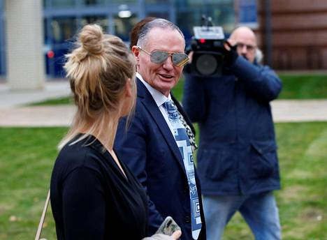 Paul Gascoigne oikeustalon ulkopuolella 14. lokakuuta.