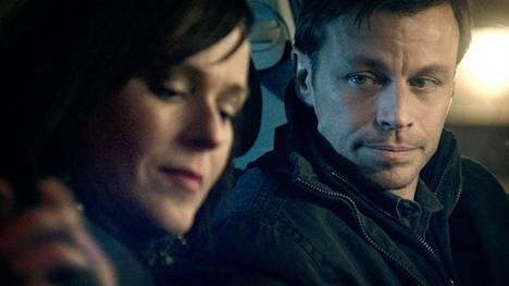Leea Klemola ja Peter Franzén ovat elokuvan päärooleissa.