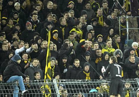 Dortmund-maalivahti Roman Weidenfeller pyysi anteeksi faneilta.