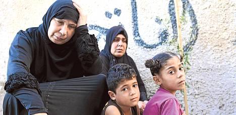 Israelin armeija surmasi Bakirin perheen neljä poikaa Gazan uimarannalle. 8–12-vuotiaat pojat olivat pelaamassa jalkapalloa.