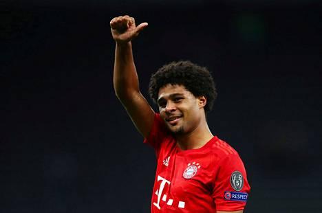 Bayern Münchenin Serge Gnabry tuuletti ottelun jälkeen tehtyään neljä maalia.