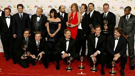 West Wing on voittanut lukuisia Emmy-palkintoja. Näyttelijät kuvattuna Emmy-gaalassa 2002.