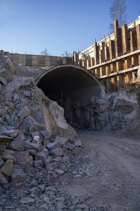Vanhaan rautatietunneliin rakennetaan kahdelle tasolle 137 ja 80 metrin juoksuradat.