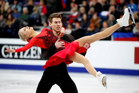 Juulia Turkkila ja Matthias Versluis onnistuivat mainiosti rytmitanssissa perjantaina.
