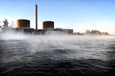 Loviisan ydinvoimala olisi STUKin mukaan suojattava tulvan varalta. Kuva tammikuulta 2010.