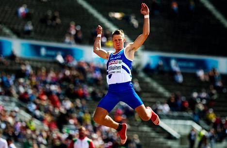 Roni Ollikainen jahtaa pituushypyn EM-finaalissa mitalia ja Lontoon olympiakisojen A-rajaa 820.