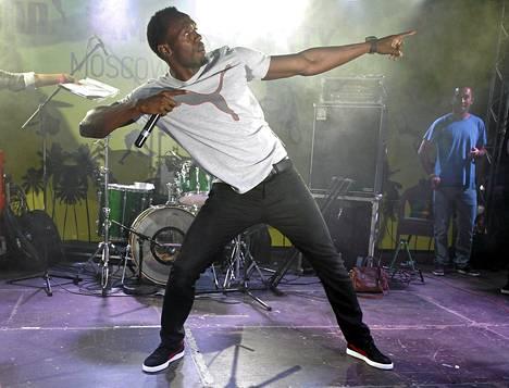 Usain Bolt tanssi sunnuntaina sponsorin järjestämässä tilaisuudessa Moskovassa. Bolt saapui kisakaupunkiin eilen.
