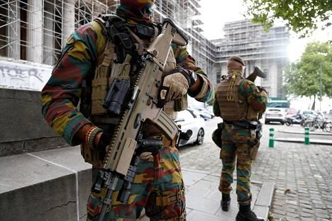 Sotilaat partioivat oikeustalon edustalla Brysselissä syyskuussa.