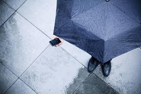 Sade voi olla riski puhelimelle.