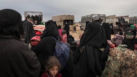 Syyrian kurdit veivät Isisin jäseniä